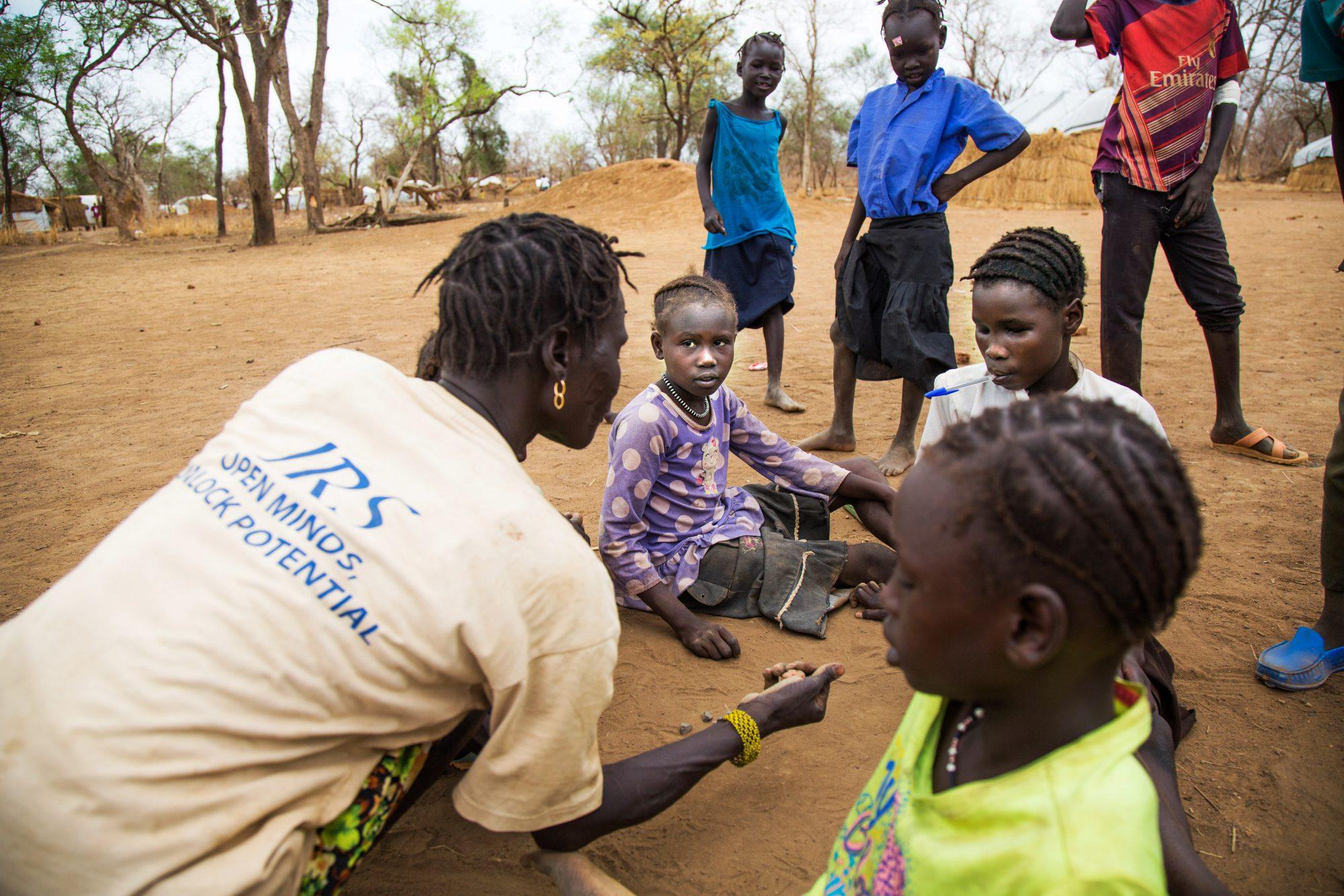 Des enfants jouent pendant une pause à l'école Offra de Maban, au Sud-Soudan.