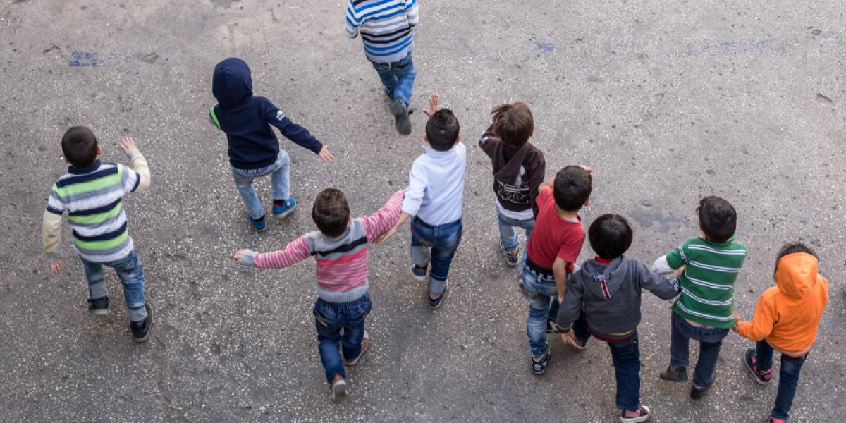 Les enfants pendant la récréation au centre Frans van der Lugt. (Kristóf Hölvényi/Service Jésuite des Réfugiés)