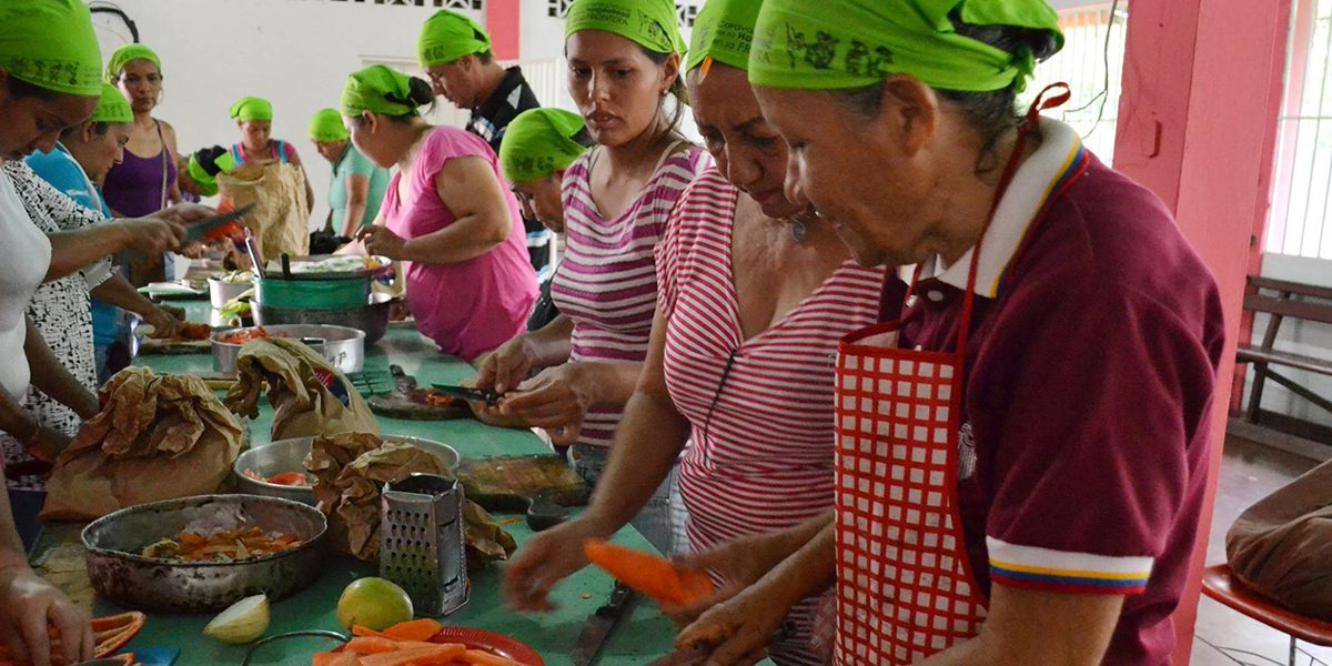 Women participate to a nutrition and alternative cooking workshop in Venezuela