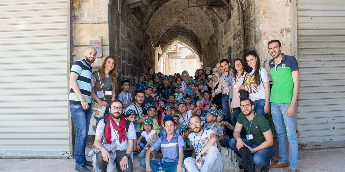 The students and teachers of the JRS Al-Sakhour Community Centre of Aleppo pose for a group photo