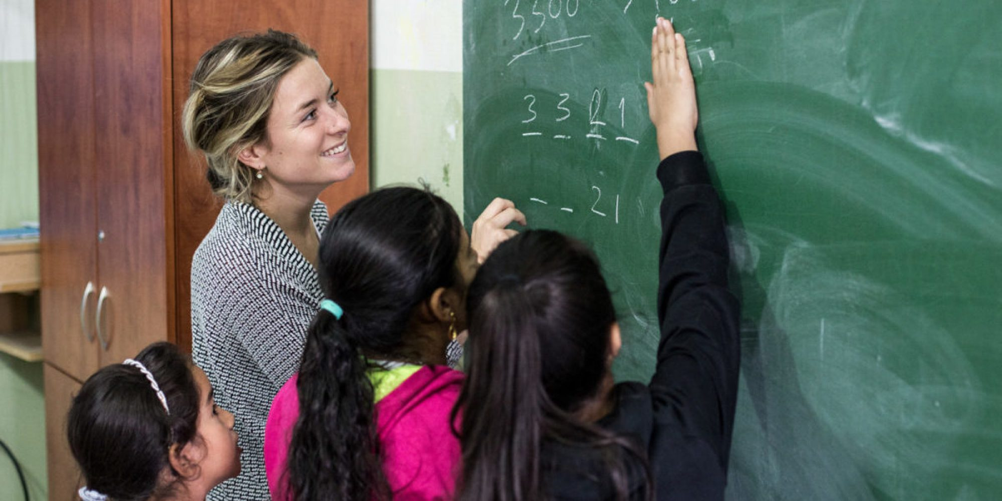 Volunteer tutoring refugee children in mathematics and English at the FVDL Centre, Lebanon. (Jesuit Refugee Service)