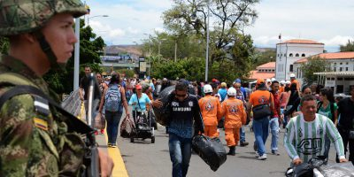 Venezuelans crossing the border with Colombia / George Castellanos