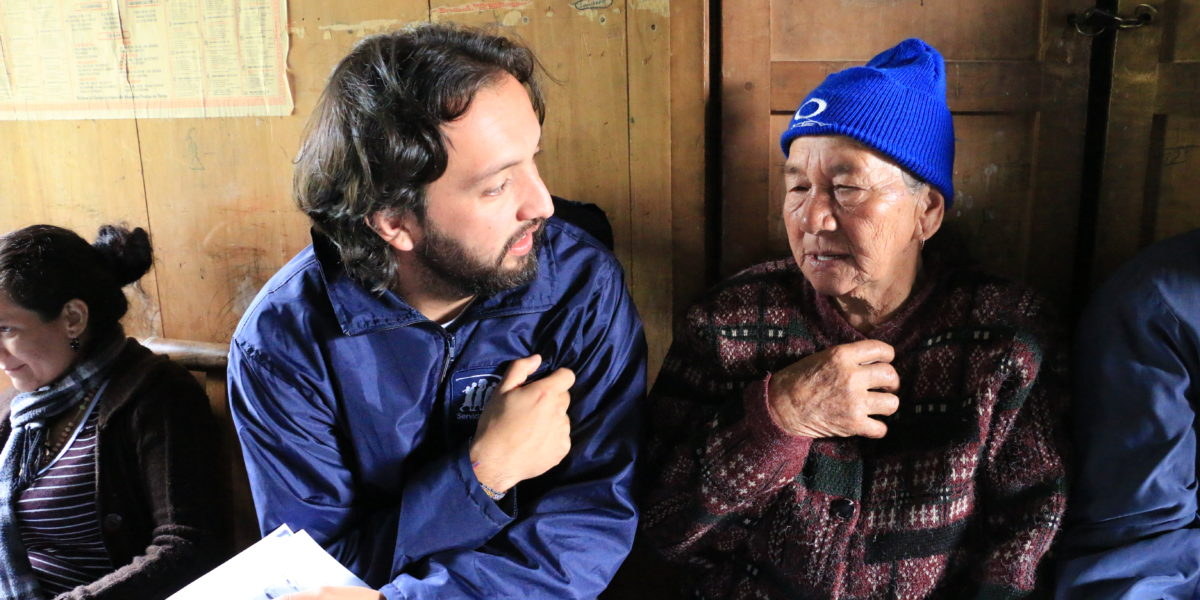 JA RS staff member talks with a beneficiary in the border between Colombia and Venezuela.