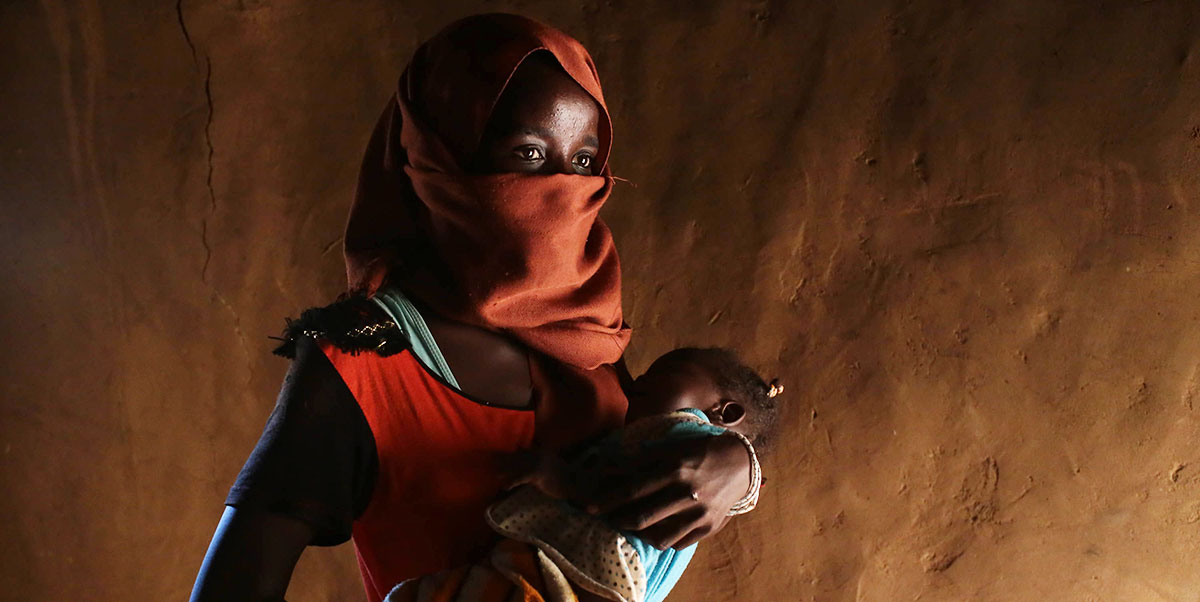 Despite the challenges of being an 18-year old mother in a refugee camp, Souad is determined to pursue her education. (Sergi Camara)