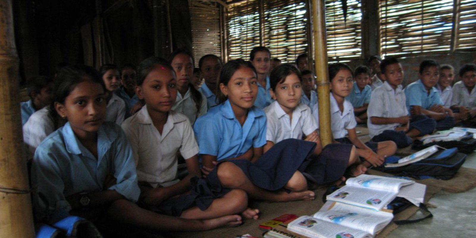 Unos niños estudian en el campamento de Shanyarima en Nepal (Servicio Jesuita a Refugiados).