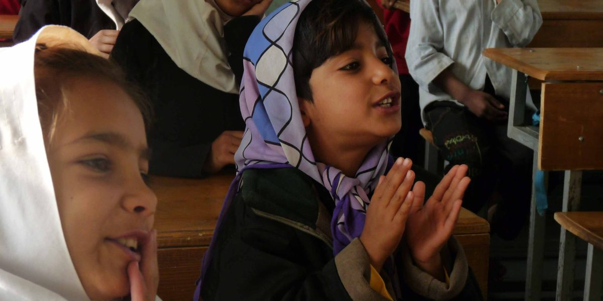 Niñas en clase en la escuela Sohadat en Afganistán.(Jesuit Refugee Service)