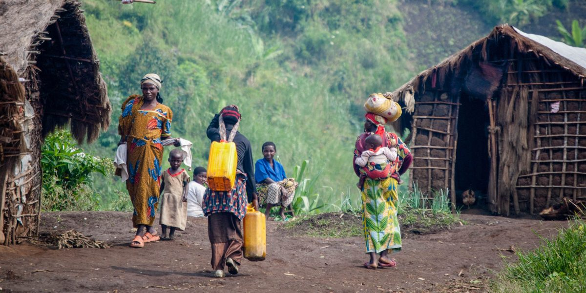 Women and children go about their work in temporary homes at the Muhanga IDP camp in eastern Democratic Republic of Congo. (Jesuit Refugee Service)