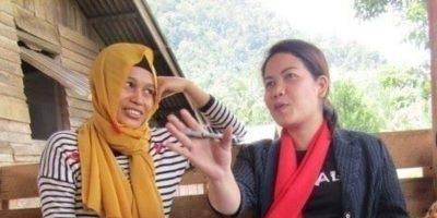 JRS Philippines Project Officer, Liezl B. Tingcang, and Normilah discussing the Women Advocating for Peace project in Lanao del Norte. (Jesuit Refugee Service)