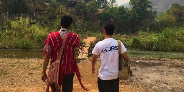Le personnel de JRS Thaïlande marche ensemble