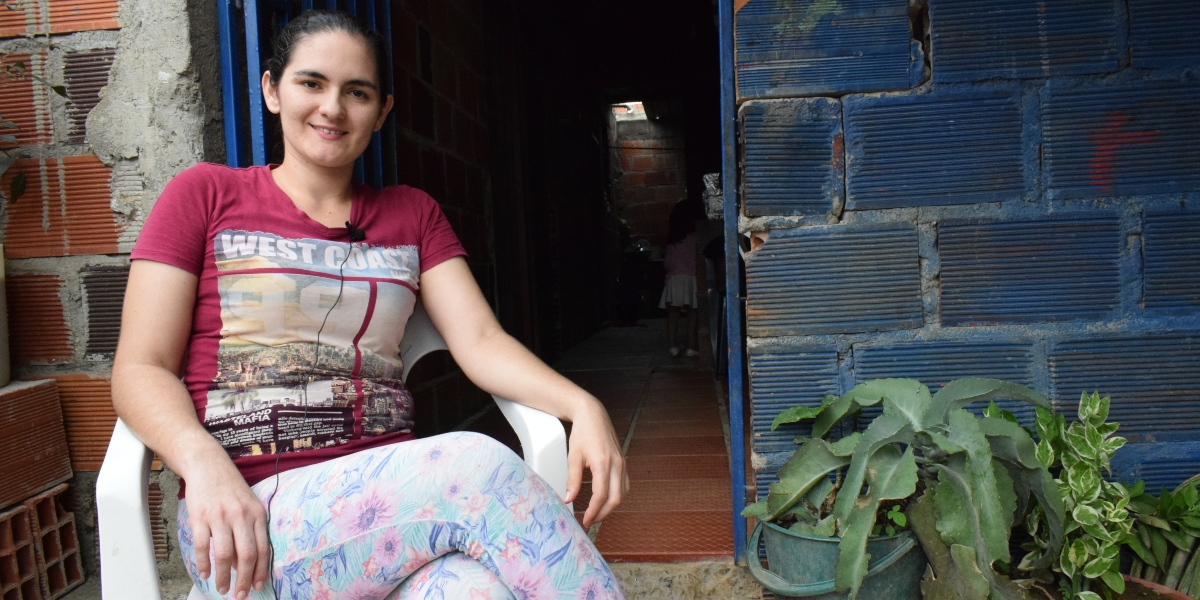 Yarilene sits outside of her home. She arrived in Cúcuta 10 years ago when she was only 15. (Jesuit Refugee Service)