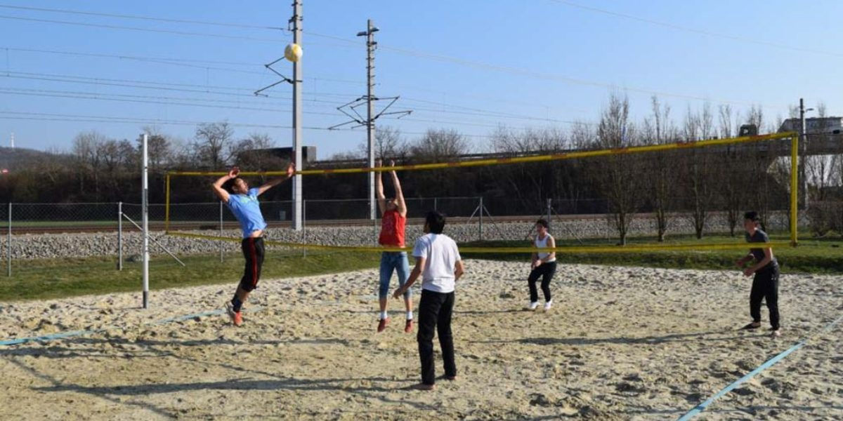 Refugees and Austrians play volleyball. (Jesuit Refugee Service)