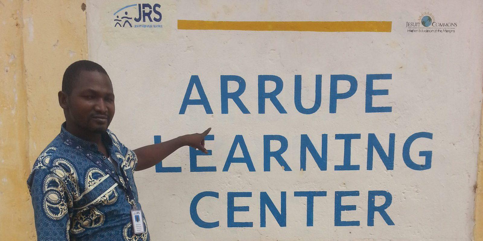 Minguenar Thierry, profesor de francés como lengua extranjera (FLE por sus siglas en francés) en el campamento de refugiados de Farchana, en el este del Chad.