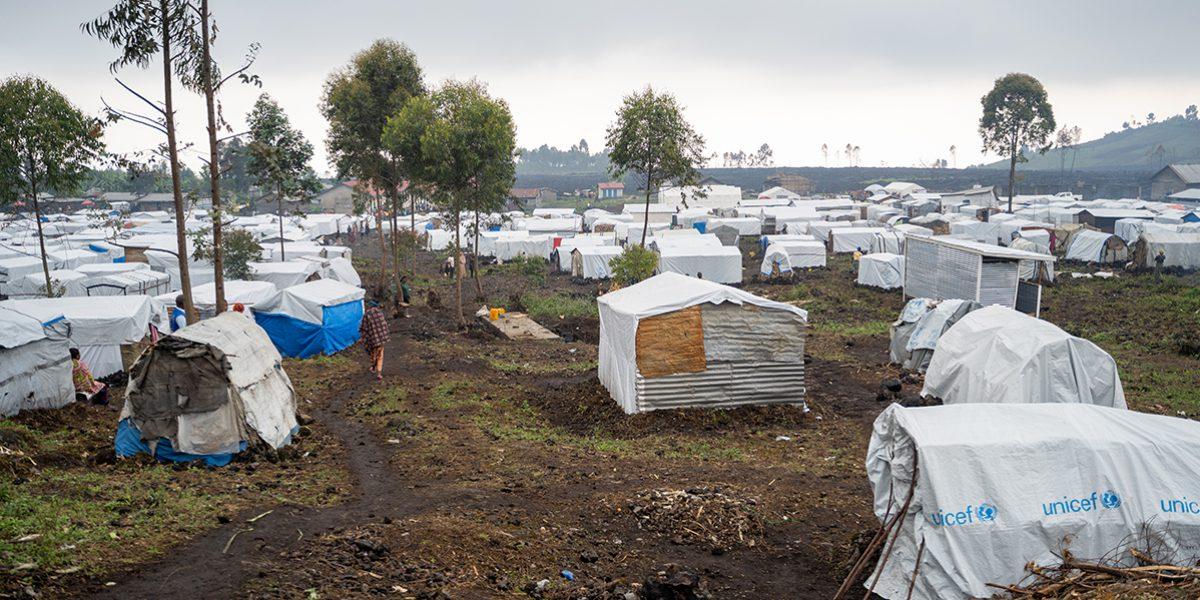 Des abris temporaires pour les personnes qui ont perdu leur maison.